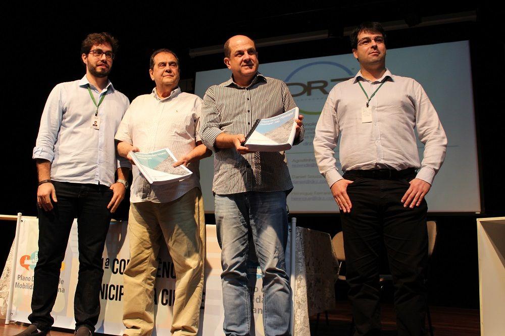 Entrega do Plano de Mobilidade Urbana e PDM de Guaxupé